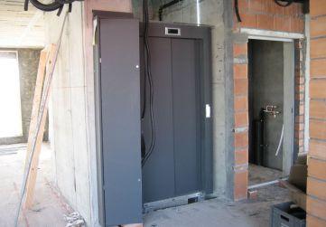 Colocación puertas ascensor