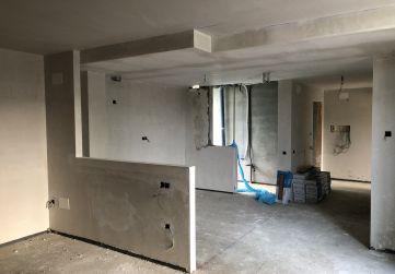 Aplicación de yeso y falso techo en viviendas